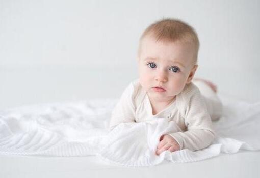 羊年生的属羊的王姓男宝宝_双胞胎小男孩取四个字的名字大全集